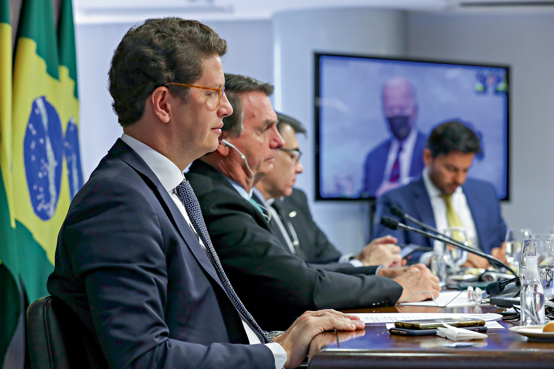 NA MIRA - Salles e Bolsonaro no recente encontro promovido pelos Estados Unidos: a pressão sobre o país aumentou -
