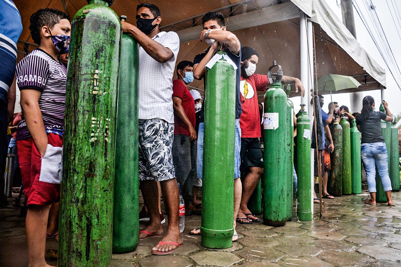 SEM AR -Manaus: o governo federal desdenhou da falta de tubos de oxigênio -