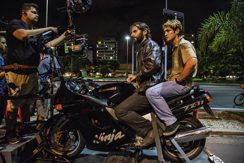 OPOSTOS IGUAIS -Tolezani (à esq. na moto) e Leone: vício na adrenalina -