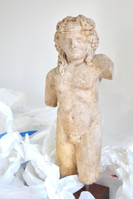 Estátua em mármore do deus Baco menino, de I a.C., parte da doação da coleção greco-romana recebida pelo Museu Nacional do Rio de Janeiro