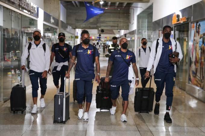 Parte da delegação da seleção da Venezuela chega ao Brasil para a disputa da Copa América