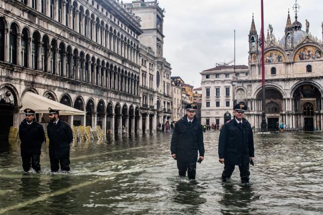 Alta da maré em 12 de novembro de 2012 causou prejuízo bilionário à cidade -