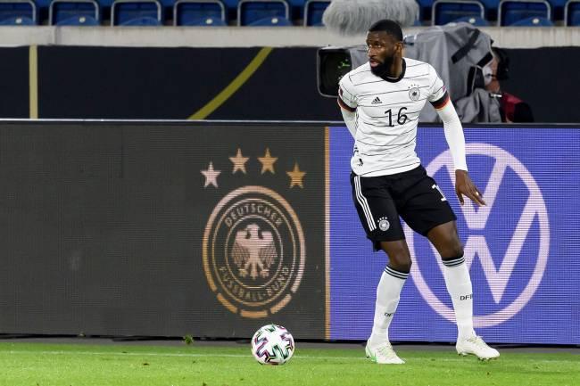 Antonio Ruediger em ação pela seleção da Alemanha -