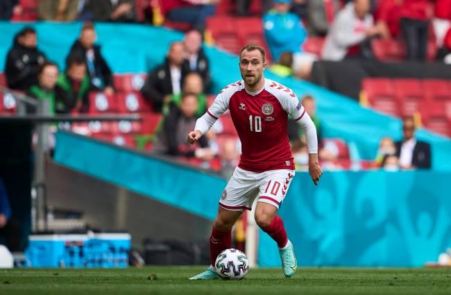 Christian Eriksen sofreu uma parada cardíaca quando atuava pela Dinamarca -