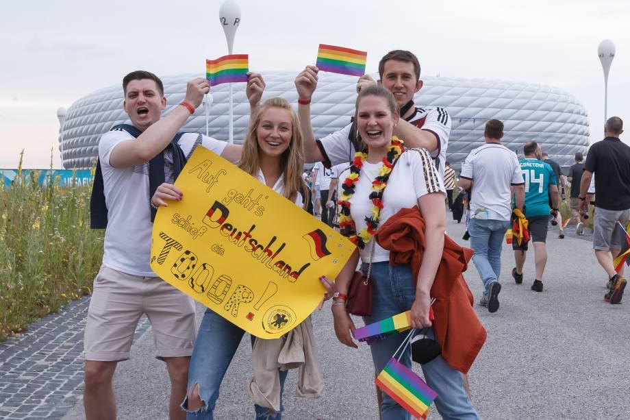Torcedores foram ao jogo com bandeiras LGBT+