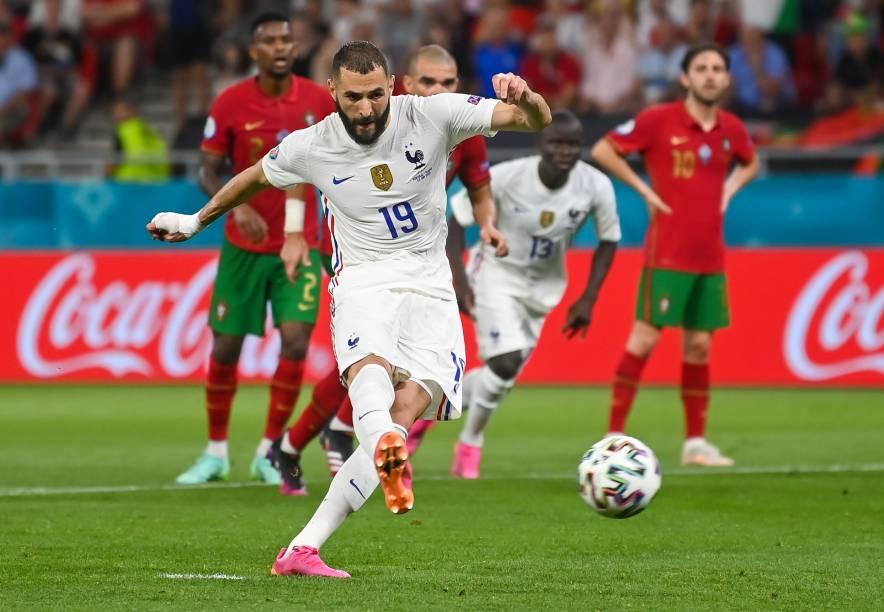 Karim Benzema, de pênalti, marcou o primeiro da França