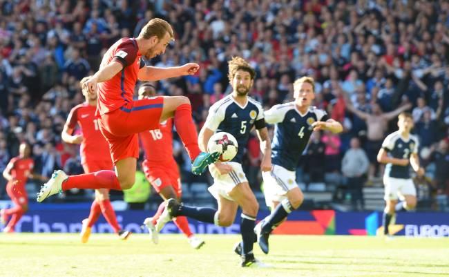 Harry Kane em clássico contra a Escócia em 2017