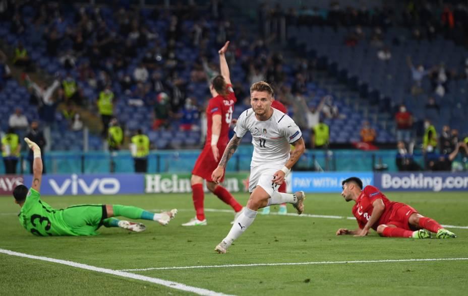 Ciro Immobile comemora o segundo gol da Itália contra a Turquia, em Roma
