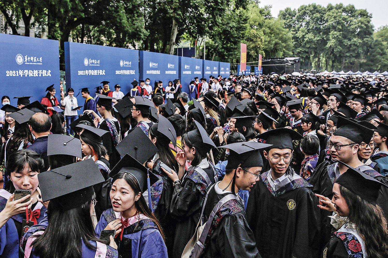 RECUPERAÇÃO -Formatura em Wuhan: a vida volta ao normal na cidade onde a pandemia começou -