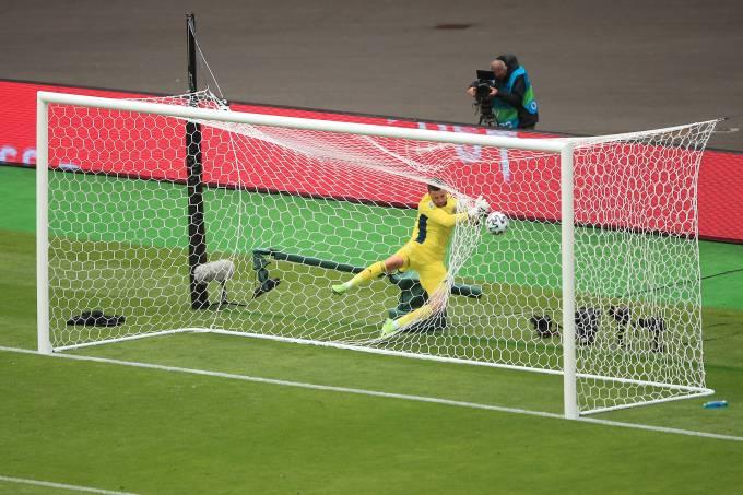 Goleiro  David Marshall não conseguiu evitar o gol de Patrik Schick