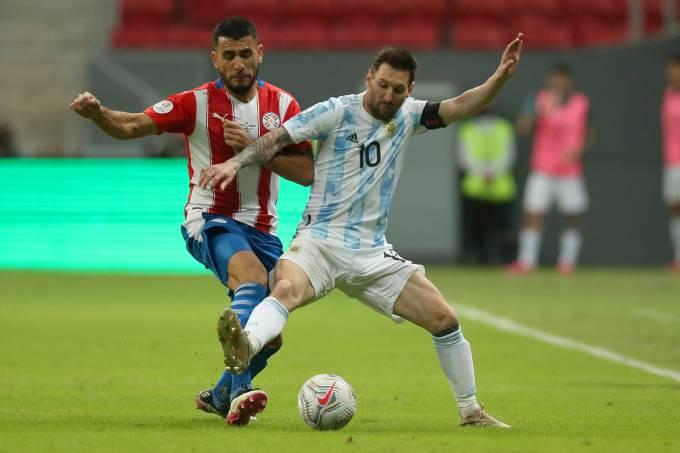 Argentina x Paraguai: Messi e Junior Alonso dividem no estádio Mané Garrincha