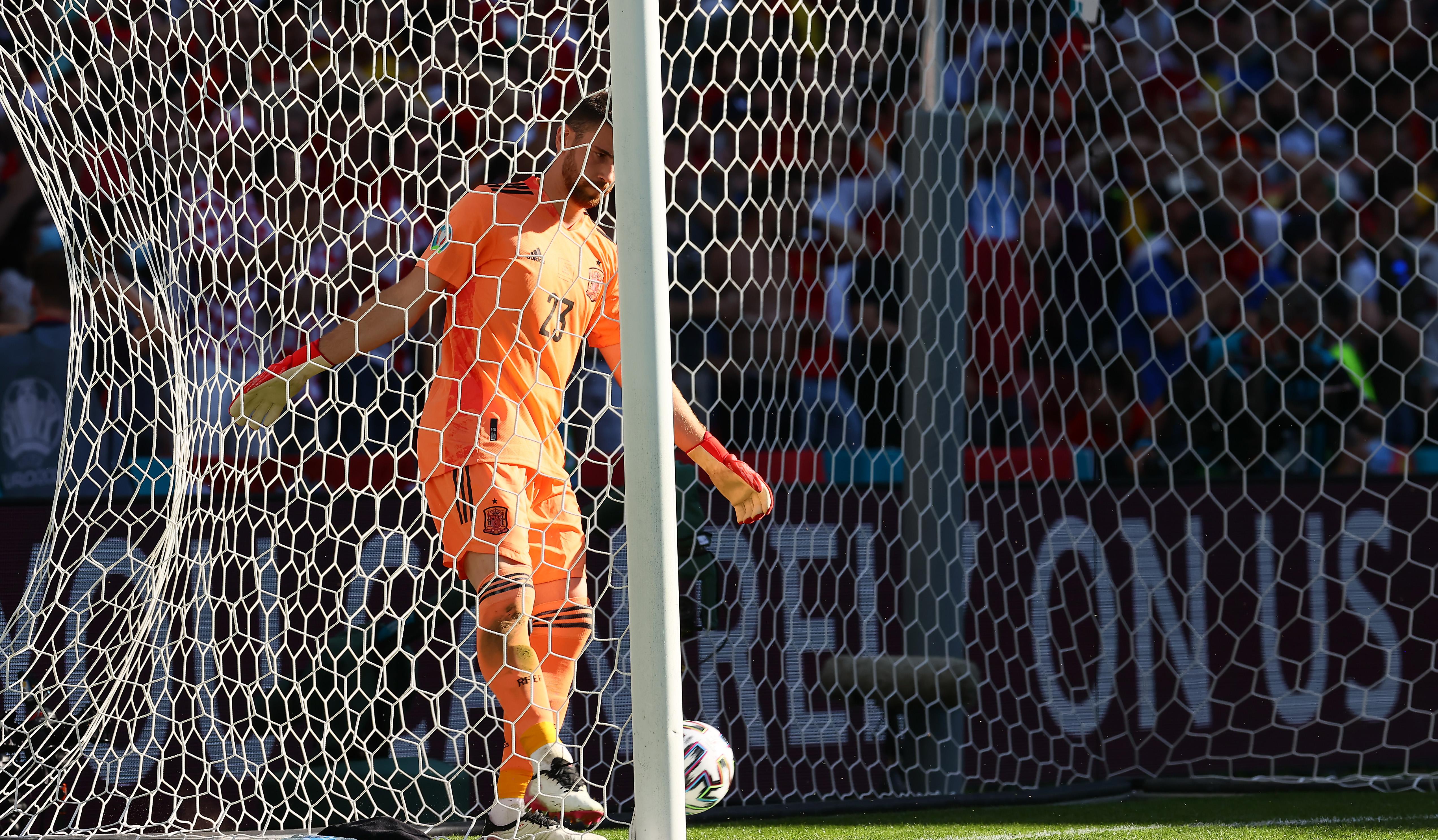 Goleiro da Espanha, Unai Simon, após a falha no gol marcado pela Croácia -