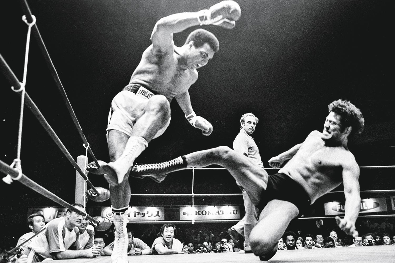 "BIZARRICE -Tóquio, 1976: Ali enfrenta o japonês Inoki na ""criação"" do MMA -"