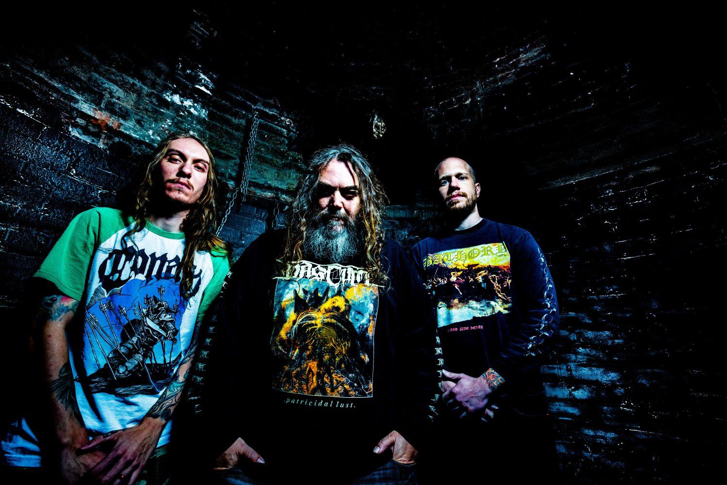 Pai e filho: Igor e Max Cavalera, e o baterista Zack Coleman, formaram a banda Go Ahead and Die -