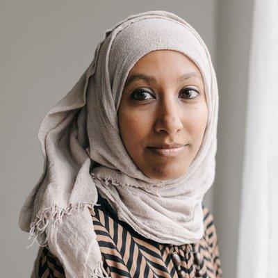 Mahim Ibrahim, além de Diretora de Diversidade e Inclusão da Disney, é cineasta e escritora.
