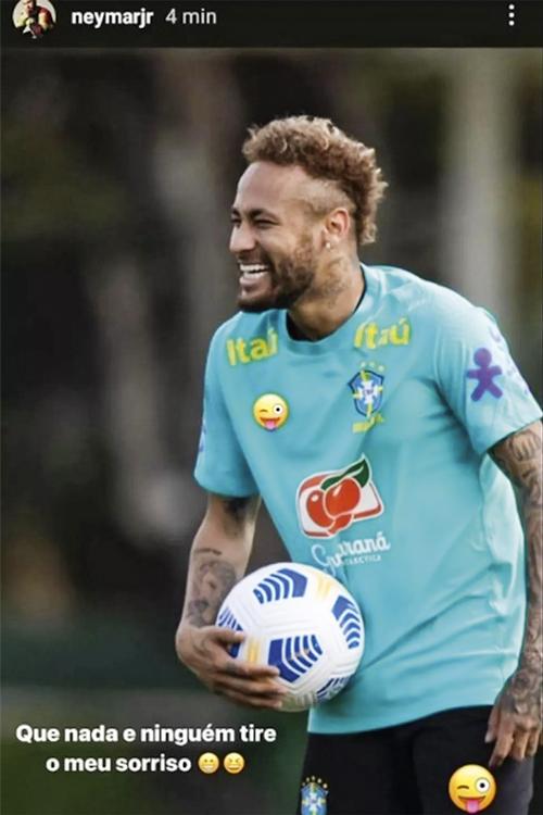 SORRISO AMARELO -Neymar cobriu o logo da Nike com emojis: na sequência, baixou o tom -