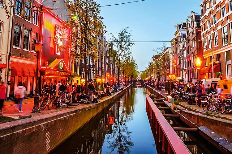 Cambiamento - quartiere a luci rosse, Amsterdam: allontanamento graduale dalla città -