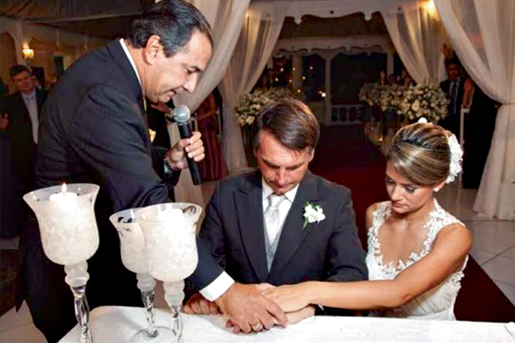 LAÇOS -Malafaia: ele celebrou a união do então deputado com Michelle, em 2013 -