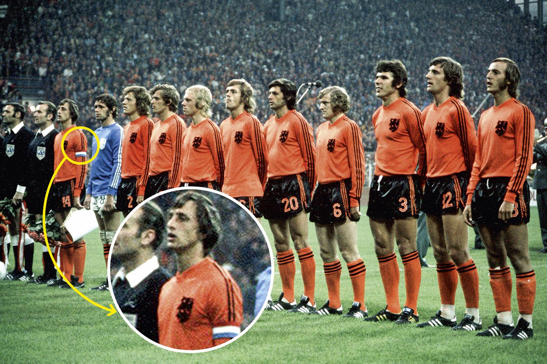 REBELDIA - Johan Cruyff, o gênio holandês, ousou arrancar uma das três faixas da Adidas do uniforme em 1974: eram outros tempos -