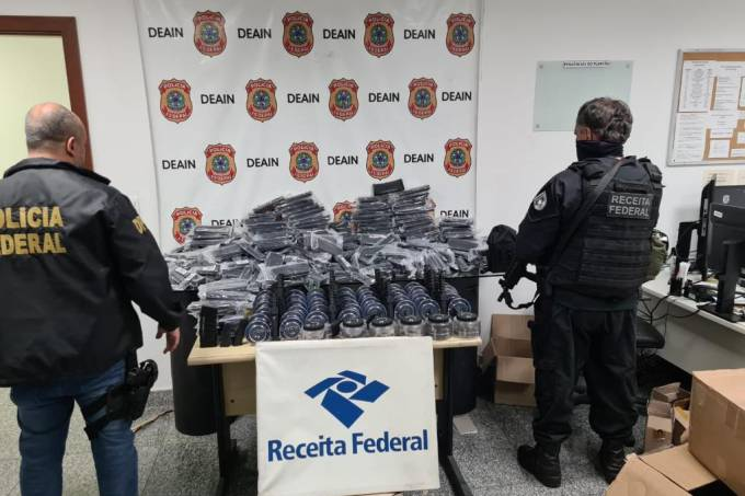 PF apreende carregadores de fuzil no Rio