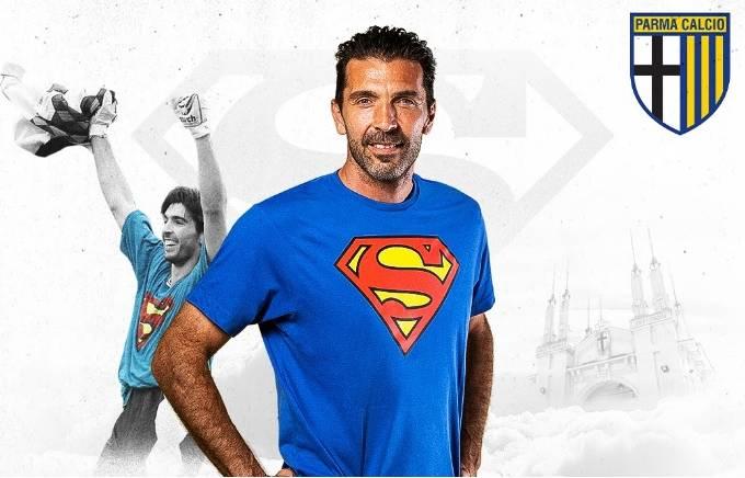 """Parma celebra o retorno de seu """"Super-Homem"""" Buffon"""