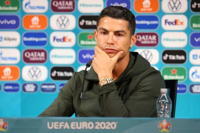 Cristiano Ronaldo em coletiva da Eurocopa //