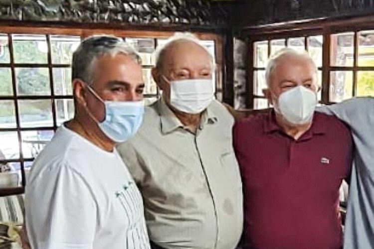 APROXIMAÇÃO- Lula: o encontro com o bispo Manoel Ferreira (no centro) teve até promessa de vice para o líder religioso -
