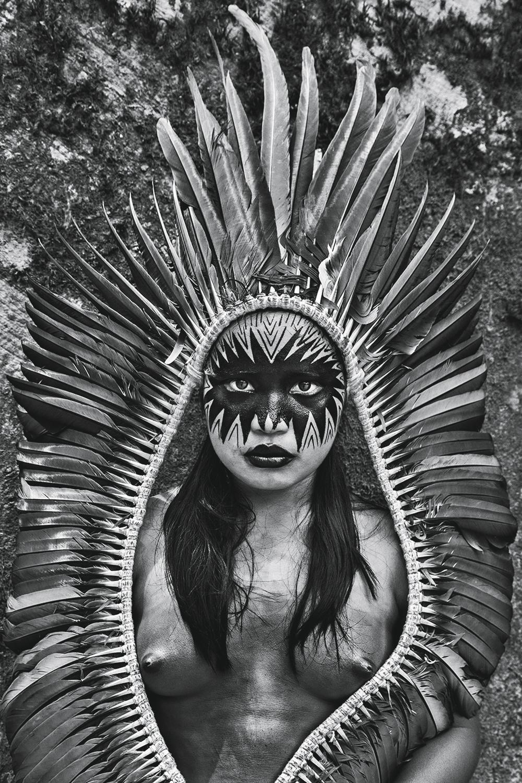 BELEZA PURA -Índia iauanauá: pintura facial feita especialmente para a foto, no vilarejo de Mutum, no Acre -