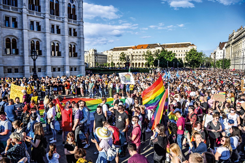 REAÇÃO -Budapeste: manifestação de protesto na véspera da votação da lei -