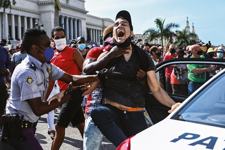 Acabou a paciência: as manifestações em Cuba contra a ditadura   VEJA