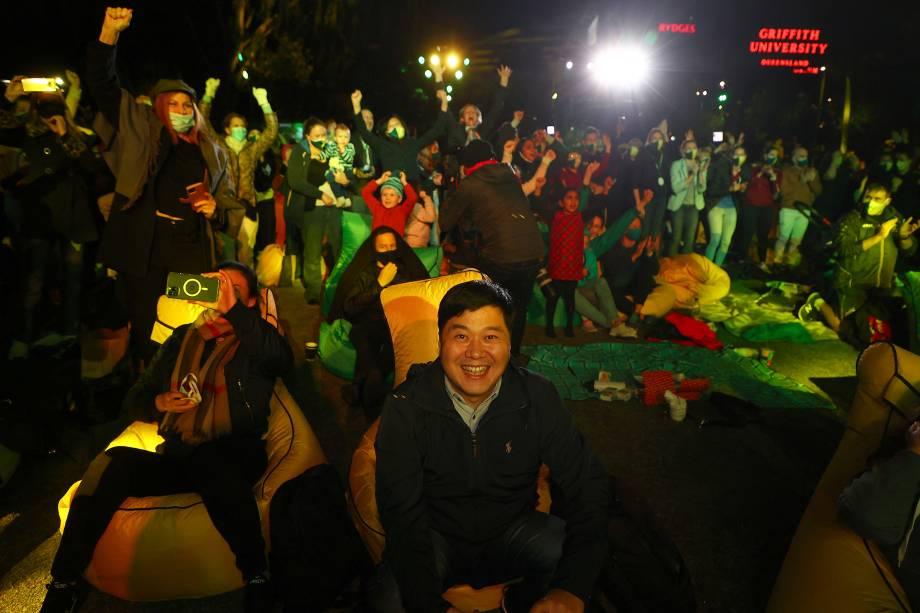 Espectadores comemoram depois que Brisbane foi nomeada anfitriã dos Jogos Olímpicos de 2032 -