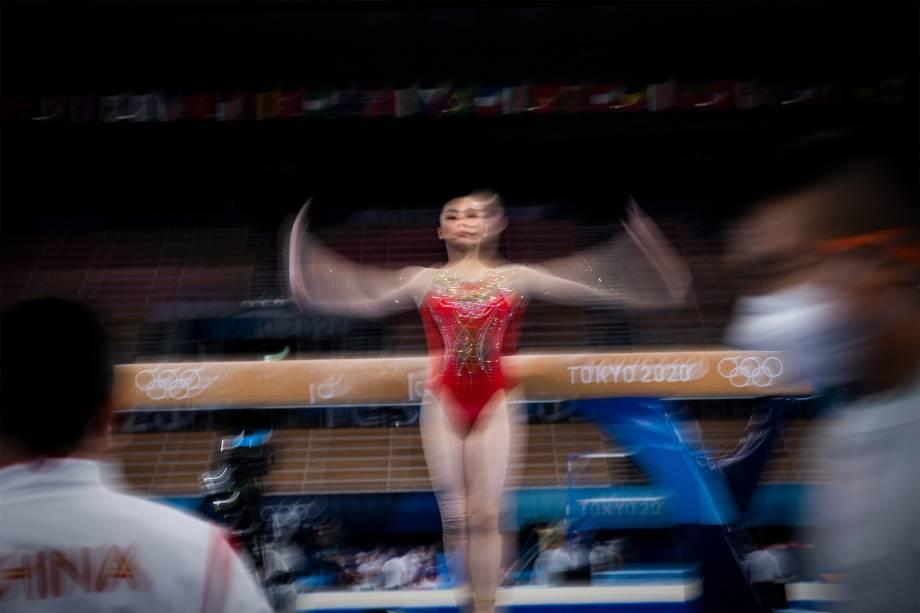 Ginasta chinesa em treino, no Ariake Gymnastics Centre -