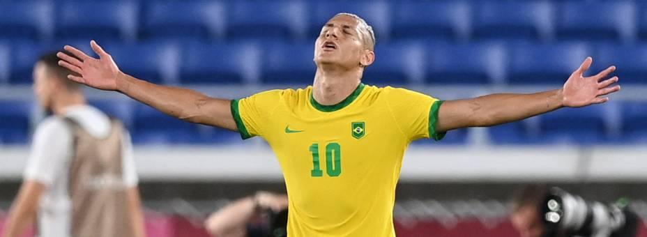 Richarlison comemora depois de marcar o seu terceiro gol durante a partida contra a Alemanha -