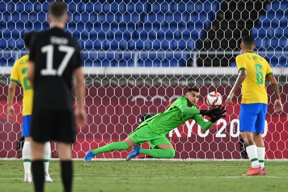 O goleiro Santos durante lance que resultou no primeiro gol da Alemanha -