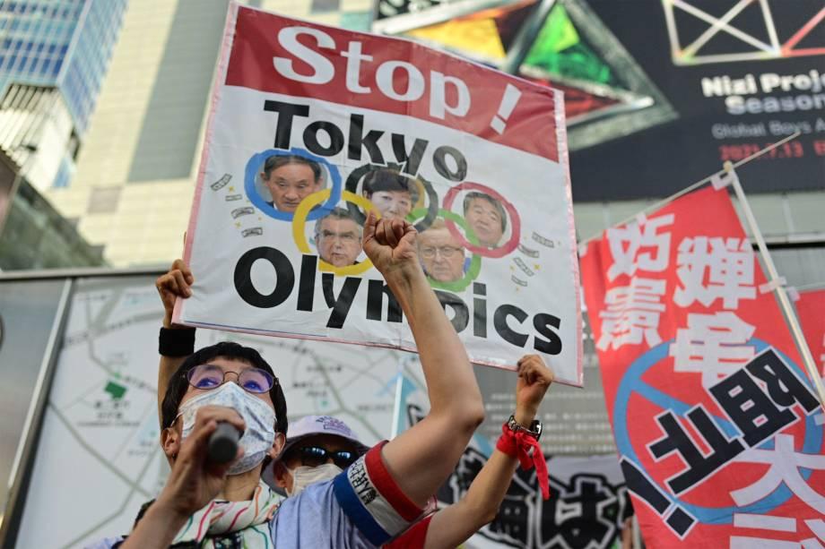 Manifestação contra as Olimpíadas de Tóquio, antes da cerimônia de abertura dos Jogos Olímpicos, em Tóquio -