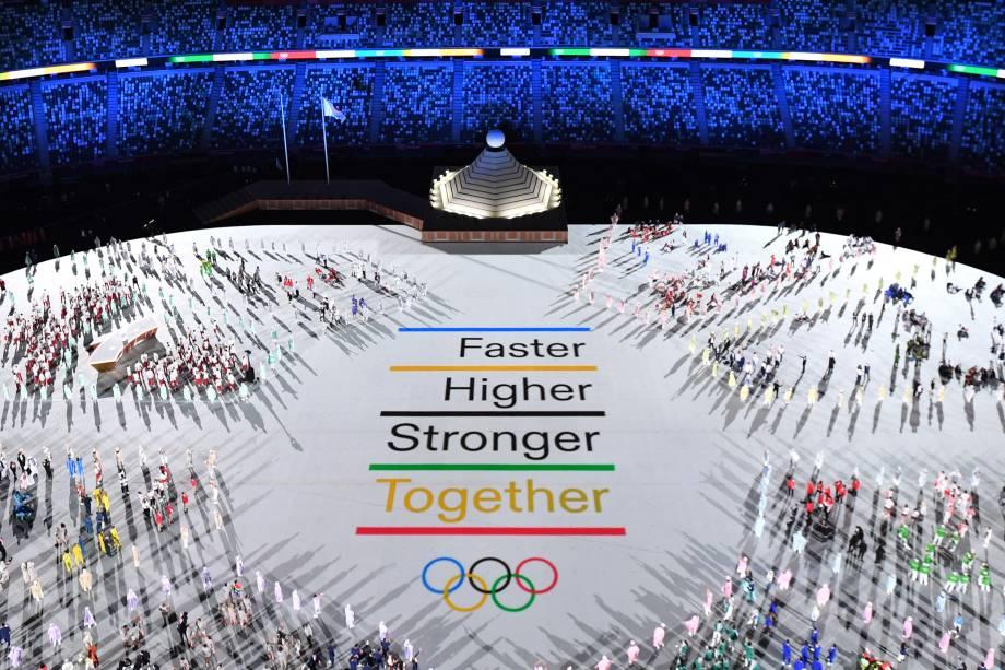Visão geral mostra as delegações de atletas participando da cerimônia de abertura dos Jogos Olímpicos de Tóquio 2020 -