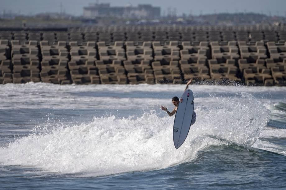 Gabriel Medina durante sua performance, em Tsurigasaki Surfing Beach -