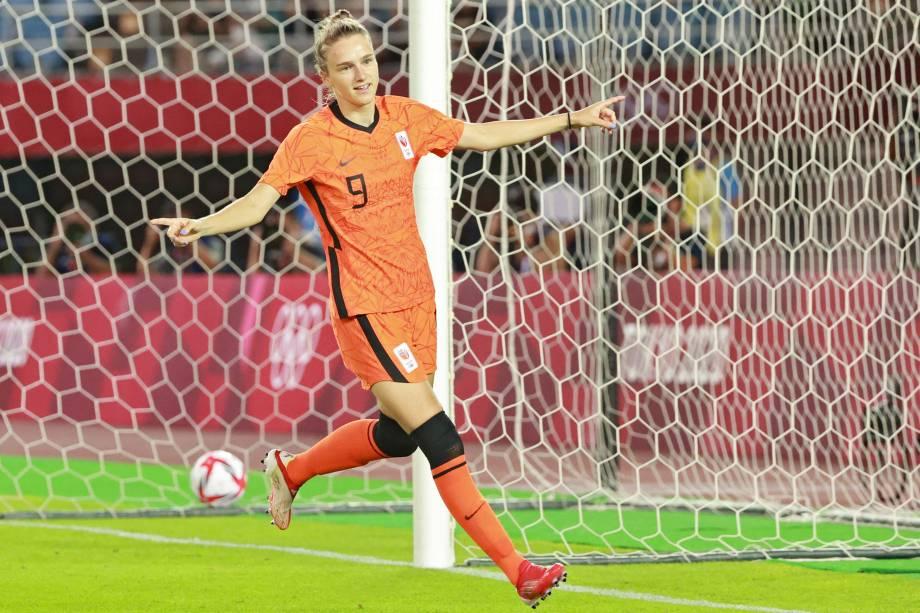 A atacante holandesa Vivianne Miedema comemora após marcar o seu segundo gol no jogo -