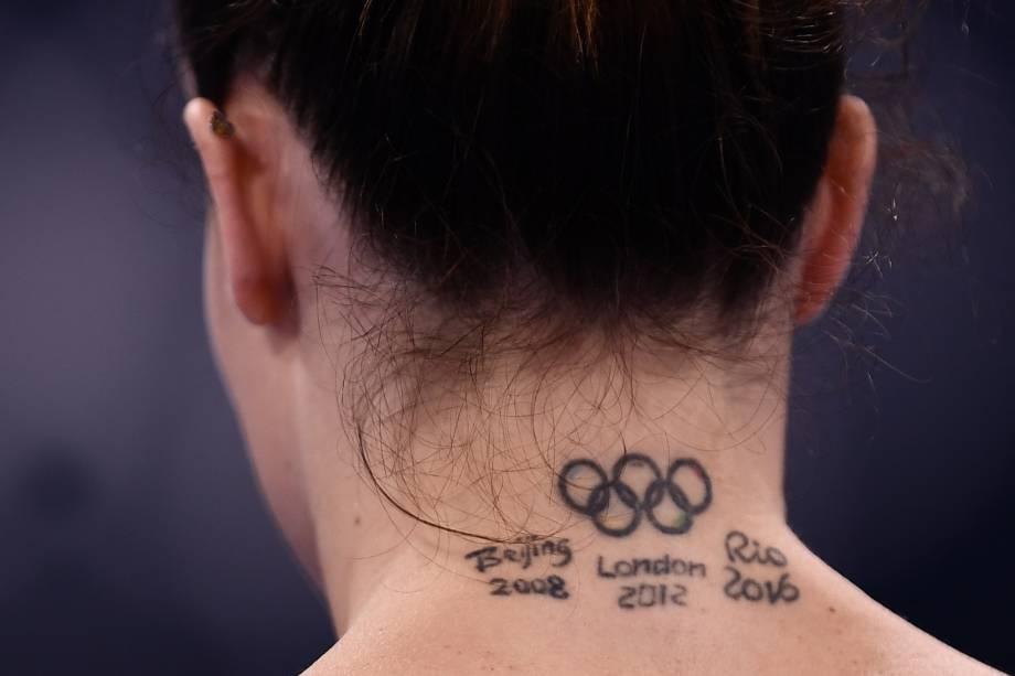Tatuagem da ginasta italiana Vanessa Ferrari em referência às Olimpíadas que já participou -