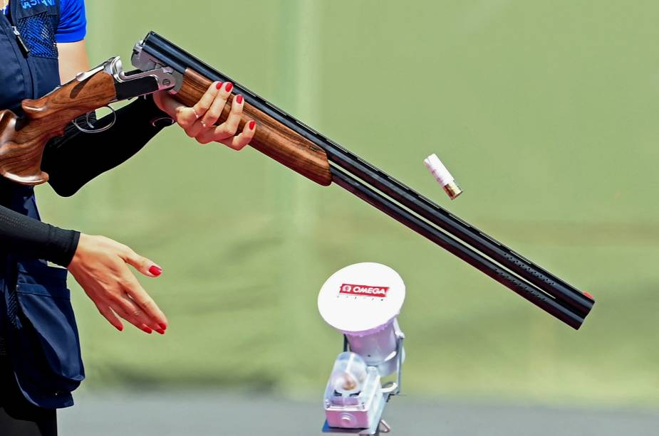 A eslovaca Danka Bartekova durante sua prova de tiro -