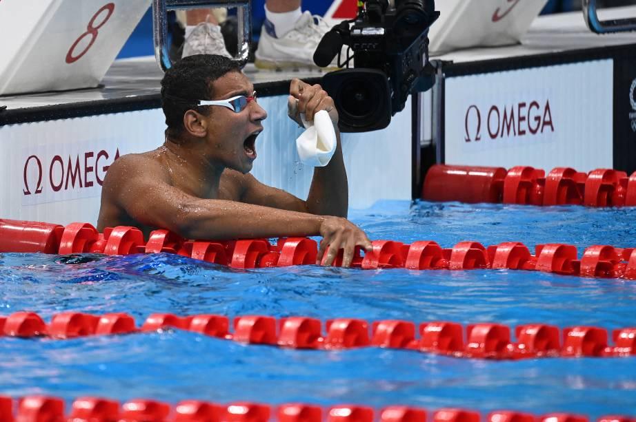Ahmed Hafnaoui, da Tunísia, comemora após vencer a final da prova de 400m livre -