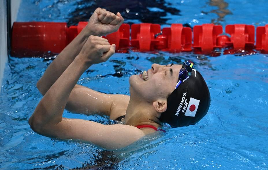 A japonesa Yui Ohashi comemora após vencer a final da prova medley individual de 400m -