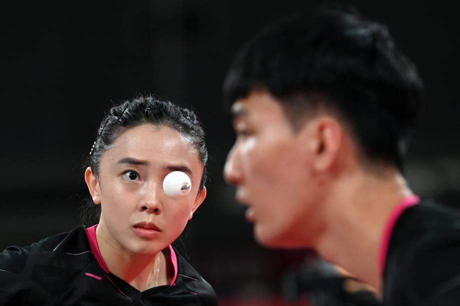 Atletas de Coréia do Sul e Tailândia durante partida pelo tênis de mesa -