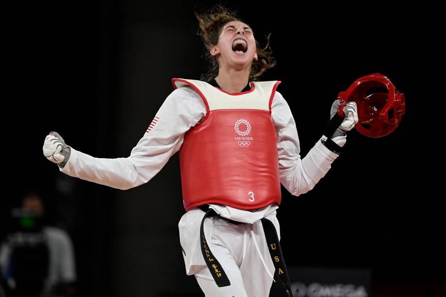 A americana Anastasija Zolotic comemora a vitória no taekwondo feminino contra a turca Hatice Kubra Ilgun -