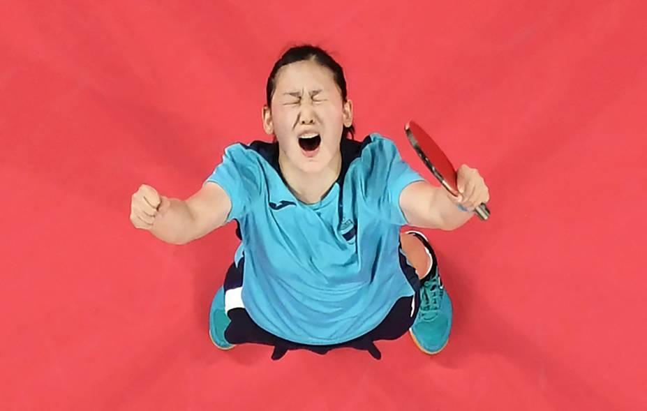 A espanhola Maria Xiao comemorando sua vitória sobre Minnie Soo Wai-yam, de Hong Kong, durante partida de tênis de mesa -