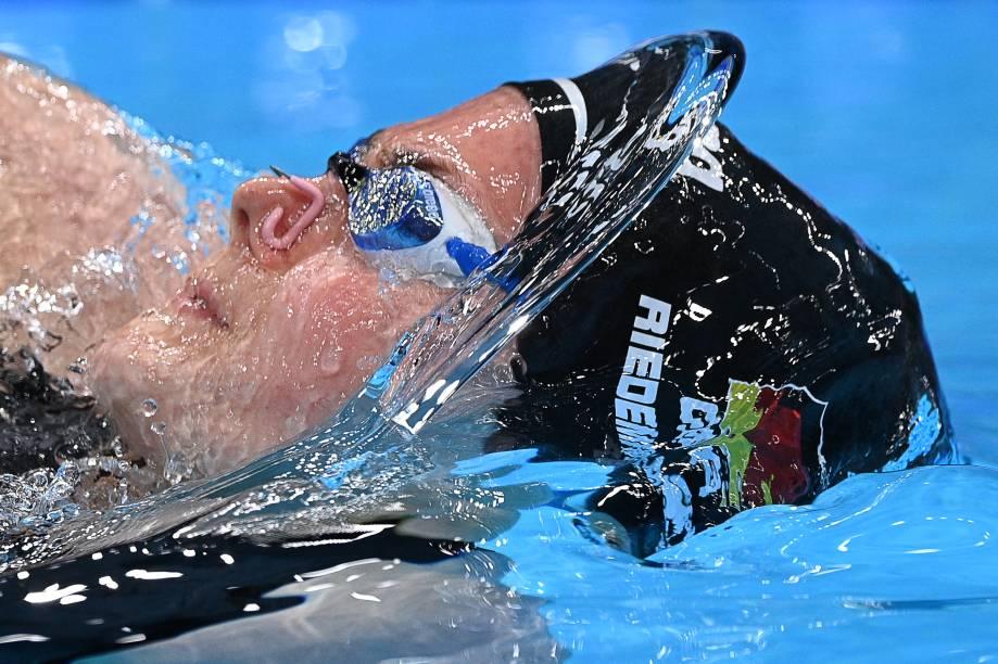 A alemã Laura Riedemann durante sua performance na prova de natação na modalidade 100 m costas -