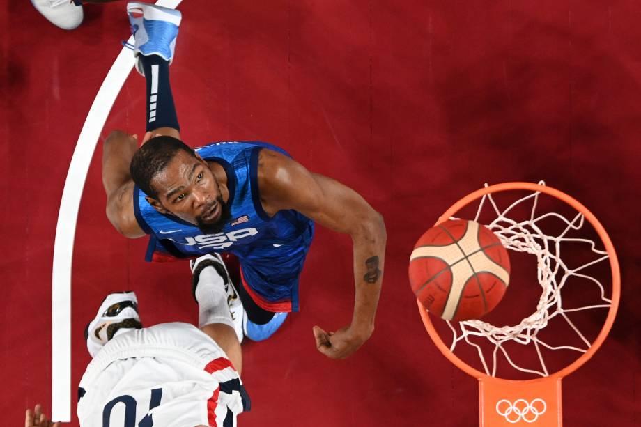 Kevin Durant, dos Estados Unidos, durante partida de basquete contra a França -