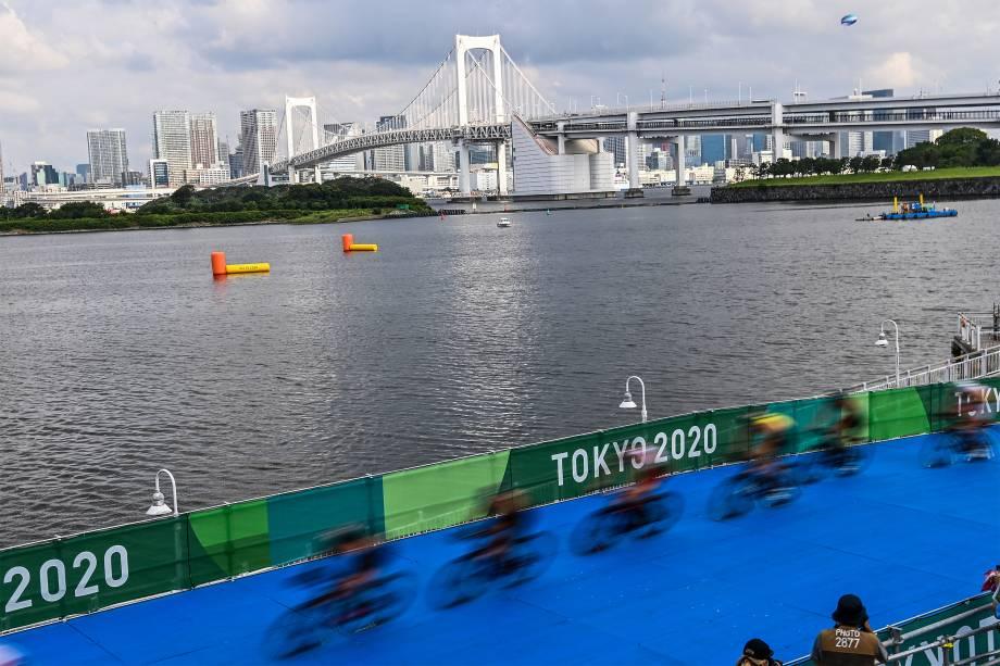 Prova de triatlo masculino individual no Odaiba Marine Park -