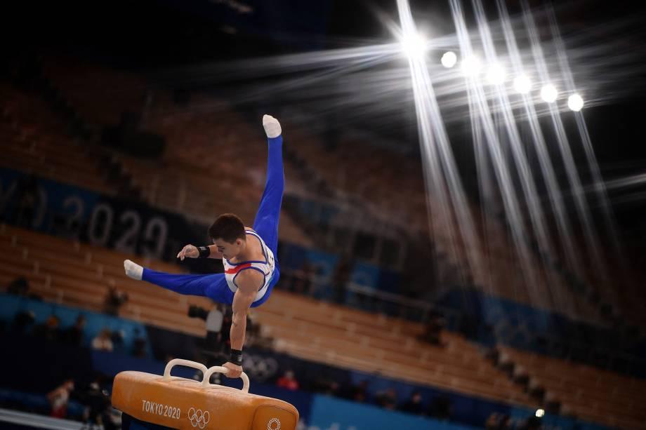 O ginasta Nikita Nagornyy, da Rússia, durante sua performance no cavalo com alças -