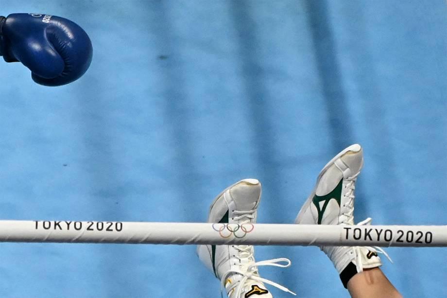 Os pés da japonesa Sena Irie em detalhe na luta contra Khouloud Hlimi Ep Moulahi, da Tunísia, nas preliminares do boxe feminino -